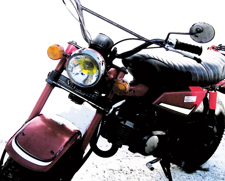 Une moto dans la nuit